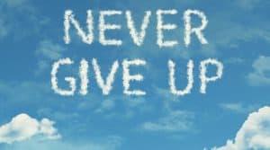 never give up 300x167 - 7 WSKAZÓWEK JAK ODNIEŚĆ SUKCES, UCZĄC SIĘ NABŁĘDACH IPORAŻKACH